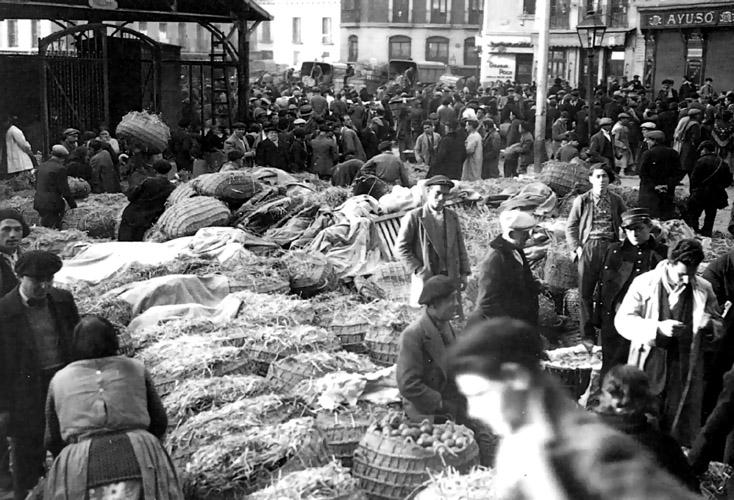 http://urbancidades.wordpress.com/2008/07/02/fotos-de-mercados-antiguos-de-madrid-iii/