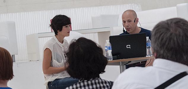 Gema Rupérez y el comisario del proyecto Trans Social Express, Sergio Sevilla