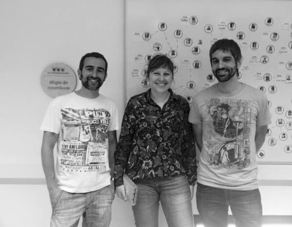 Paola (Aisber) y Adrián (Zaragenda) junto a Fernando, conector de redes sociales de La Colaboradora, en el Día del Retweet.