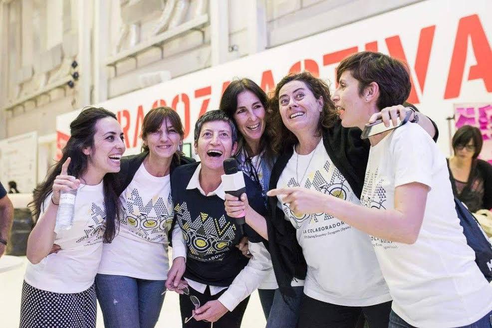 Eugenia Blanco en el centro celebrando el premio Eurocities 2016