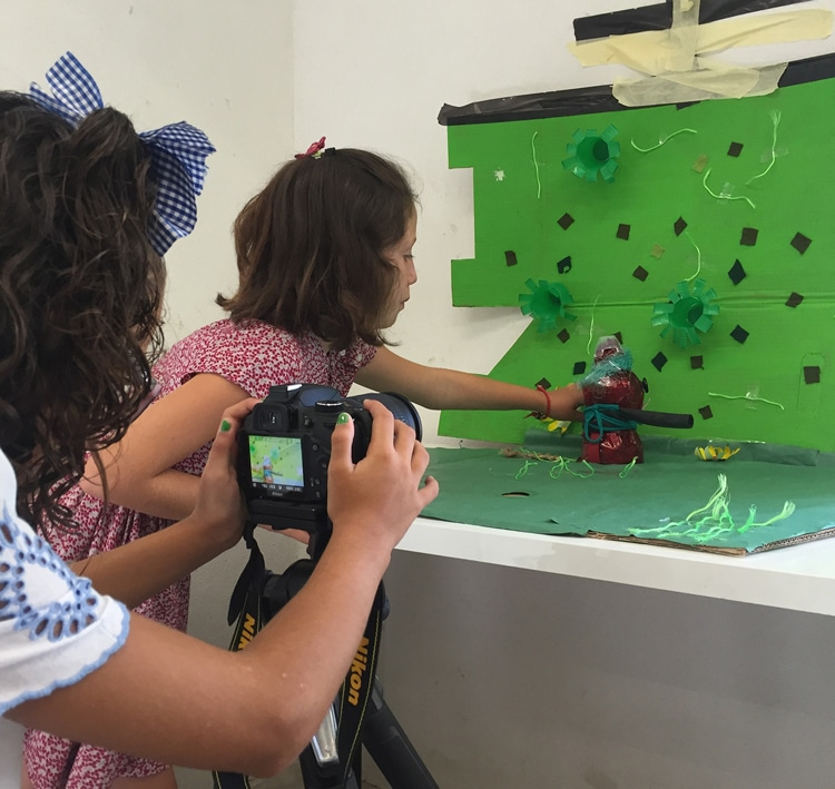 TALLER DE STOP MOTION CON MATERIALES RECICLADOS